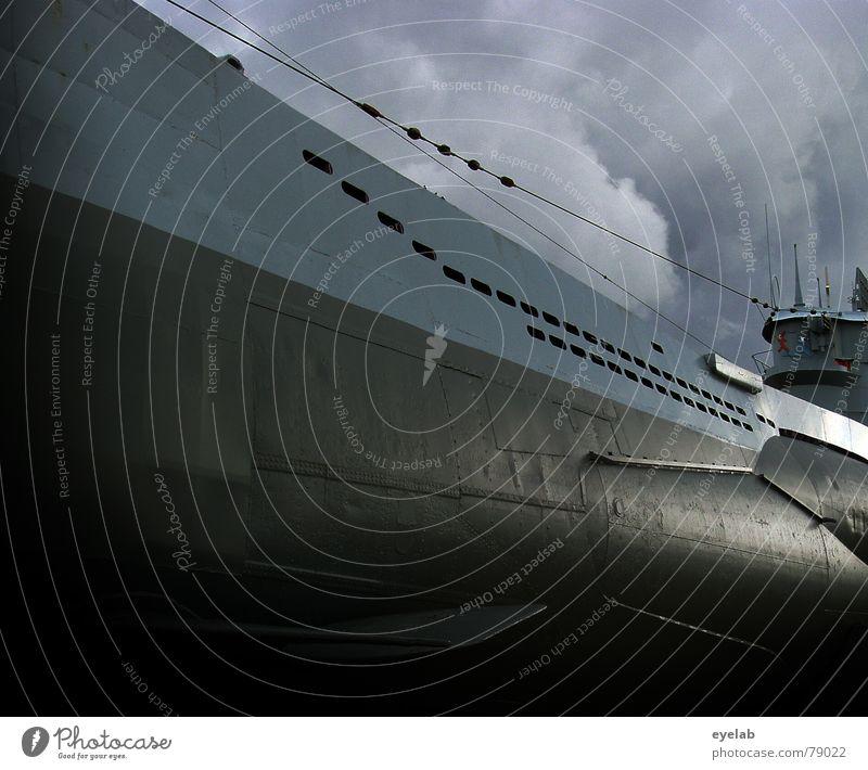 Das Wolfgang Petersen Gedächtnisfoto U-Boot Faschist tauchen Nautilus Filmindustrie Torpedo grau Wolken Krieg schwarz Deutschland Hollywood Himmel Macht Angst