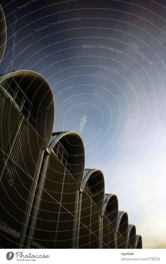 Kathedrale des Konsums Himmel Stadt blau schön Wolken Haus Fenster Architektur Gebäude grau Linie Kultur Hoffnung Mitte Einkaufszentrum