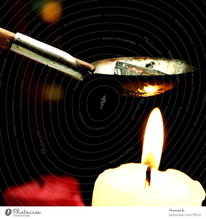 Bleigießen (oder: Blei giessen ?) Jahr Silvester u. Neujahr Kerze Löffel Licht Wachs Holz Griff schmelzen Rauch Abend dunkel Heroin Fixer Rauschmittel