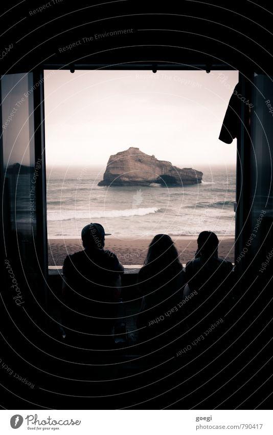 Biarritz 3 Mensch Wellen Küste Strand Meer Atlantik Frankreich Europa Stadt beobachten sprechen Erholung genießen sitzen warten ästhetisch außergewöhnlich