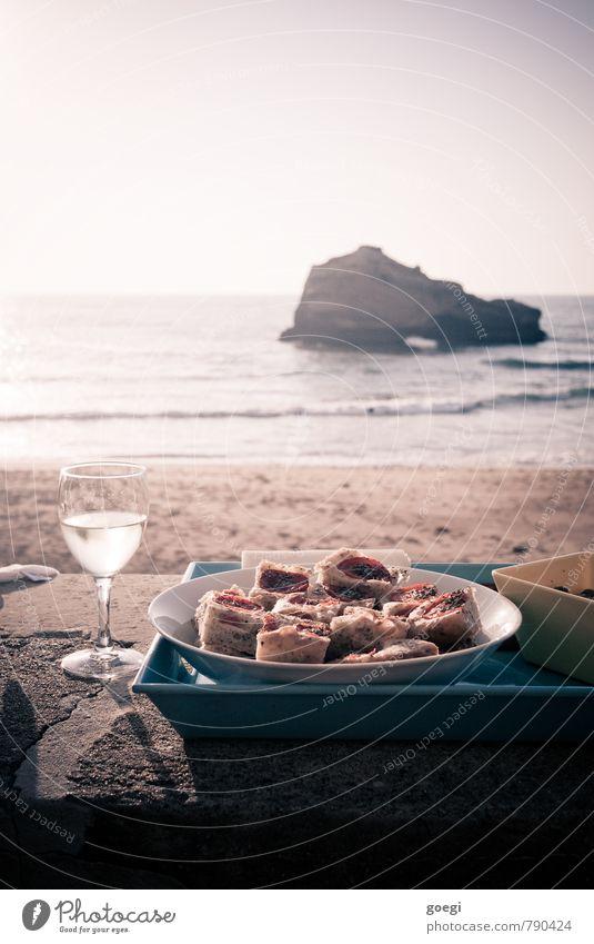 Apéro Himmel Sommer Sonne Erholung Meer Strand Küste Freiheit Lebensmittel Sand Horizont Zufriedenheit Wellen Glas Insel Wein