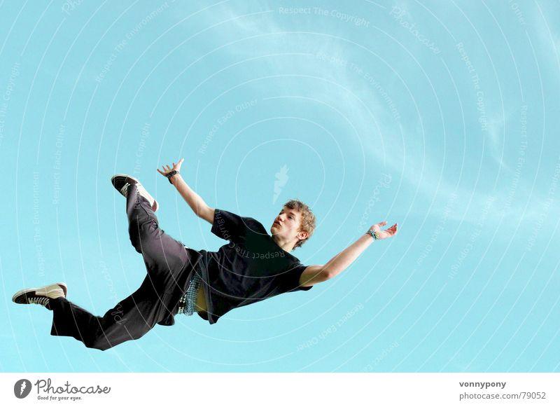 Absprung Part II springen Mann hüpfen positiv schwarz Freude Freizeit & Hobby Himmel blau T-Shirt