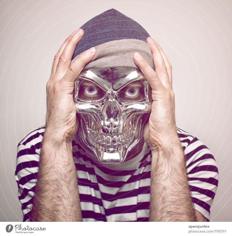 The mask you live in Mensch maskulin Junger Mann Jugendliche Erwachsene 1 30-45 Jahre Bekleidung T-Shirt Mütze beobachten berühren Traurigkeit außergewöhnlich