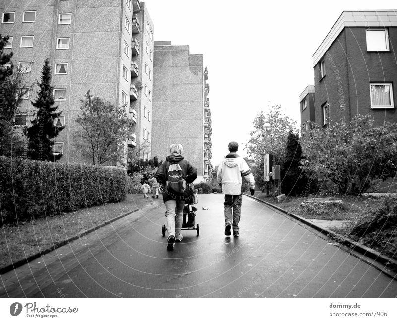 Herbst Menschengruppe blond Mutter Spaziergang Eltern Tasche Rucksack Familie & Verwandtschaft
