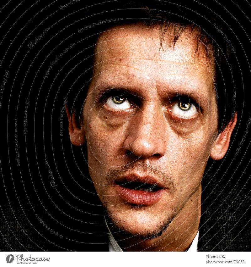 Er schon wieder (oder: Schau mal nach oben !) Mensch Mann Gesicht schwarz Auge dunkel Stil Haare & Frisuren Kopf Mund Kraft Angst lustig planen Nase verrückt
