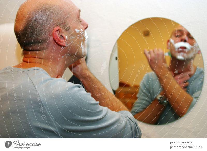 Markus - in the mirror Mann schön Gesicht Haut maskulin Bad Spiegel Bart Körperpflege Glatze Aussehen Schaum Spiegelbild Vollbart Rasieren Rasierer