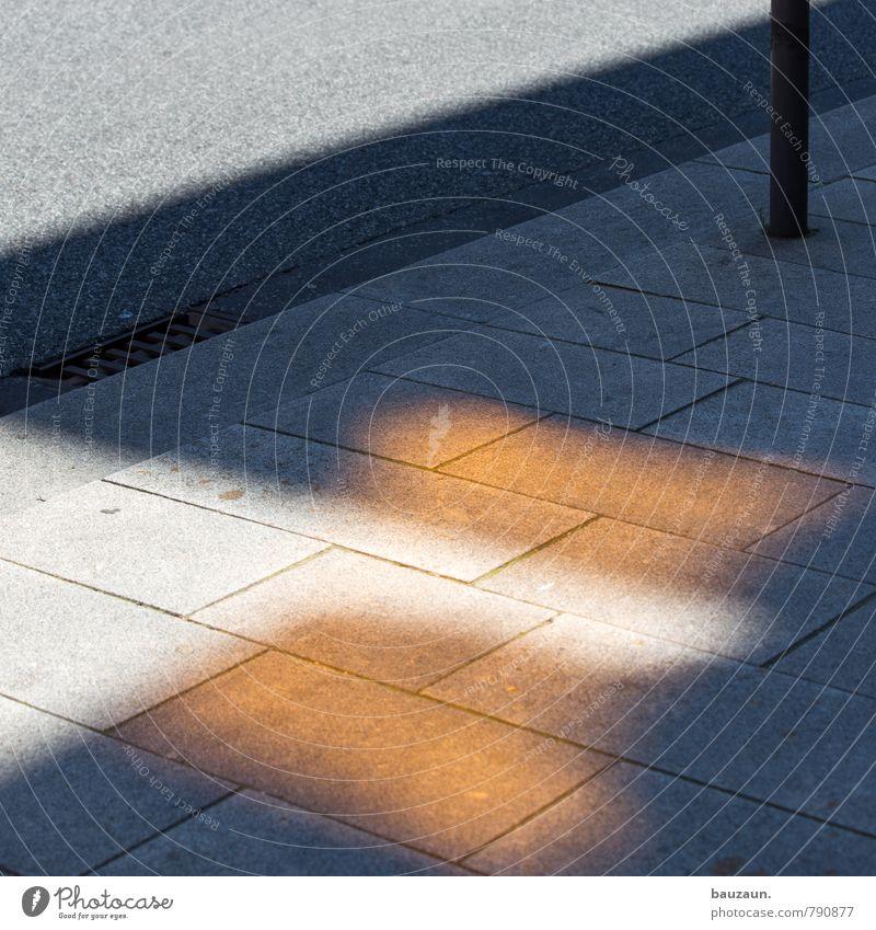 HH | ... Stadt Straße Wege & Pfade grau Stein außergewöhnlich Linie Park orange leuchten gold Platz Beton Streifen geheimnisvoll Verkehrswege