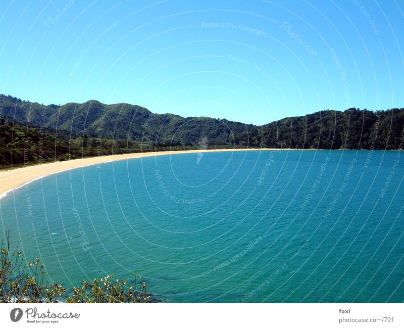 Bay of Rings Wasser Himmel Meer blau Strand Berge u. Gebirge Bucht Neuseeland