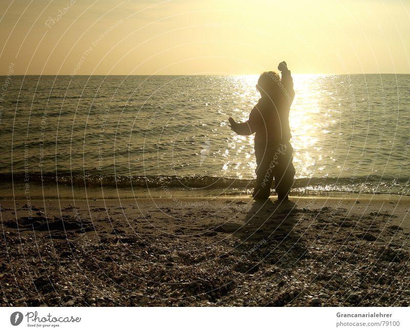 Kindertraum Wasser Mädchen Sonne Meer Freude Strand ruhig schwarz Einsamkeit Junge Spielen Freiheit Glück Küste Romantik