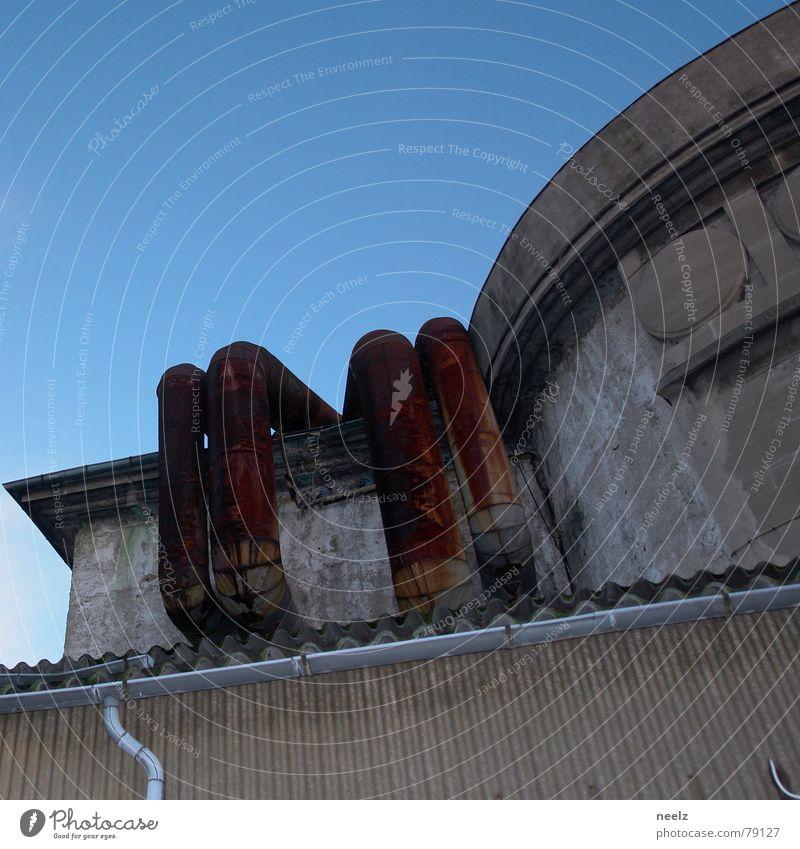 | ROST | Haus Architektur rosthaus wellplastik Rost Himmel blau Bogen Röhren