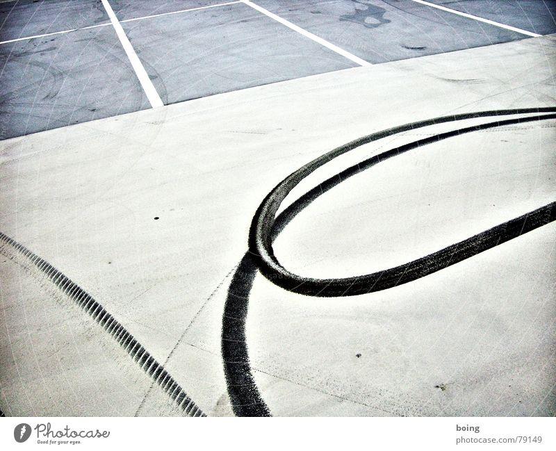 Hanni Ping Linie Beton leer fahren Verkehrswege Parkplatz parken Reifen Schleife Gummi Reifenpanne Motorsport Übermut durchdrehen Zentrifuge Bremsspur