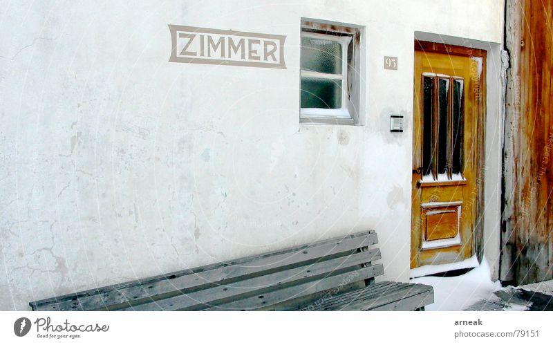 Zimmer frei! alt Winter Einsamkeit kalt Schnee Wand Fenster Holz Eis sitzen trist Bank Italien Gastronomie Schneelandschaft ländlich