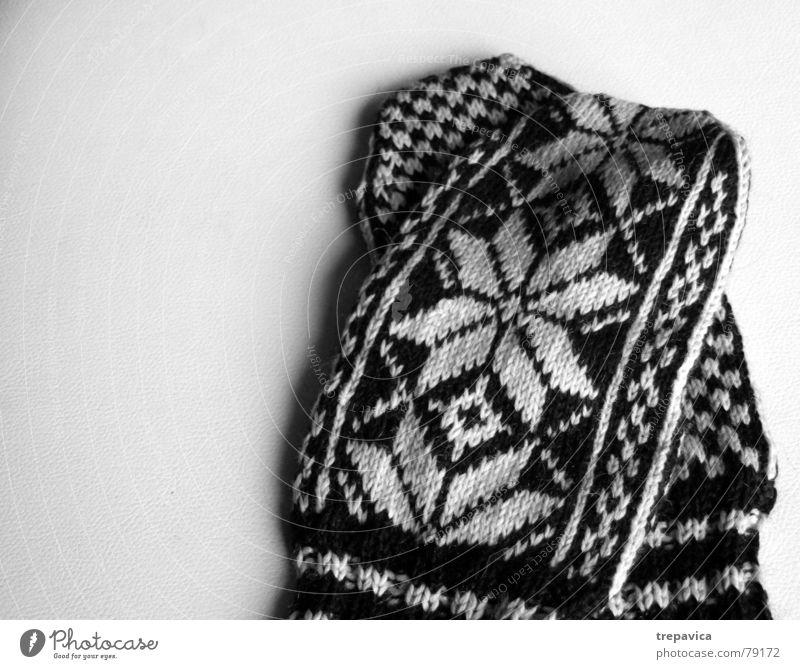 handschuhe Hand stricken Hintergrundbild Schneeflocke kalt Bekleidung Wolle Winter Physik Muster Stern (Symbol) Wärme Schwarzweißfoto kleidungsstück accessories