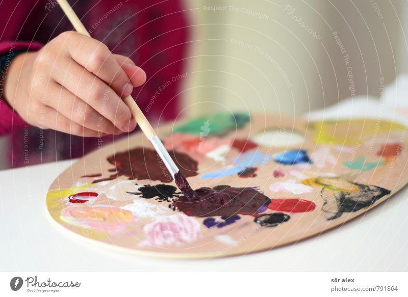 Erdfarbe Kindererziehung Kindergarten Schule lernen Kleinkind Mädchen Junge Kindheit Hand 1 Mensch Farbstoff Wasserfarbe Ölfarbe Pinsel Kreativität streichen