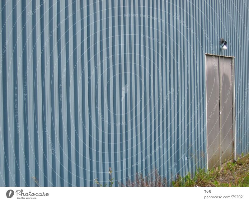 Tür blau Lampe Wand Ende Eingang Zugang Wellblech