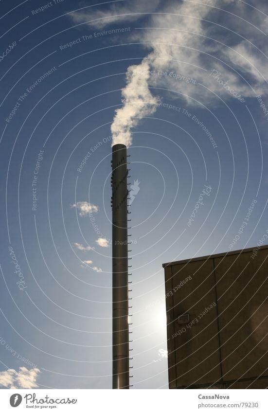 Smocky Cloud Schornstein Wolken Gegenlicht Gebäude Himmel Licht Industrie blau Rauch Sonne clouds sky smoke