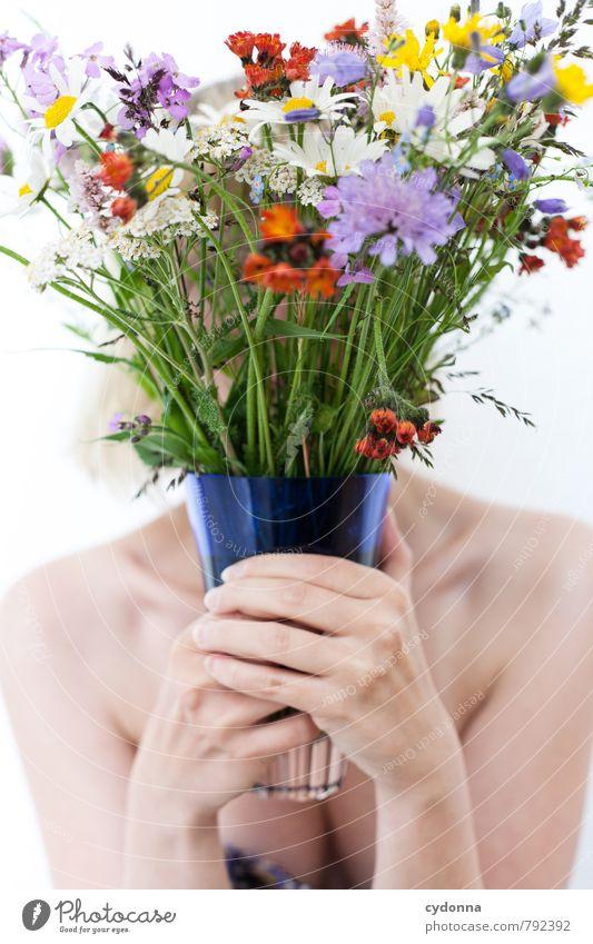[2700] Bunte Mischung schön Körper Gesundheit Leben harmonisch Wohlgefühl Mensch Junge Frau Jugendliche 18-30 Jahre Erwachsene Natur Blume entdecken Freude