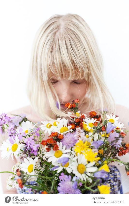 Blumenduft Mensch Natur Jugendliche Pflanze schön Junge Frau ruhig 18-30 Jahre Erwachsene Leben feminin Frühling Glück Gesundheit Luft
