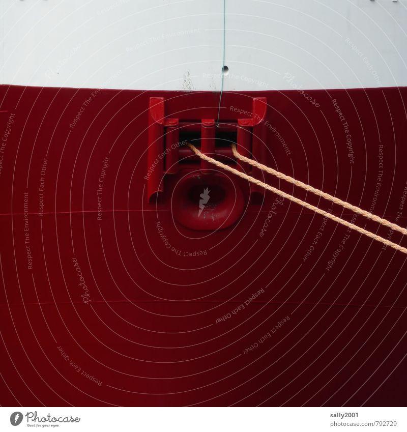 Halt geben Schifffahrt Wasserfahrzeug Hafen Seil hängen Tauziehen fest gigantisch groß maritim rot Kraft Sicherheit Fernweh Pause ruhig Güterverkehr & Logistik