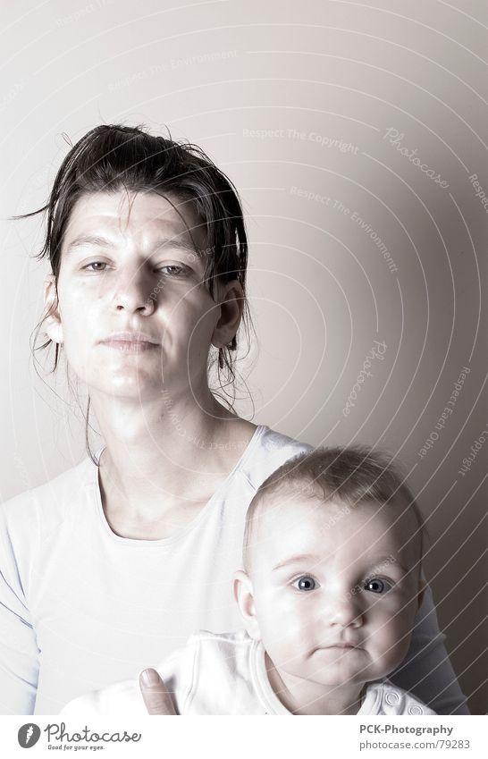 mutter und tochter Kind schön Familie & Verwandtschaft Baby Zusammensein Eltern Mutter Schmerz Geborgenheit Sinnesorgane Halt fertig flau