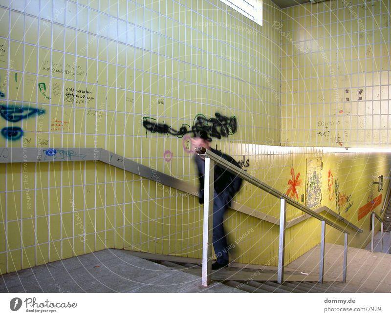 Underground II gelb Treppe Geländer Neonlicht Untergrund Unterführung