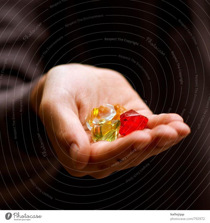 falschgeld Hand Finger grün rot Diamant Reichtum Wert Kostbarkeit Besitz besitzen Schatz Edelstein festhalten bezahlen Statue betrügen Spielzeug