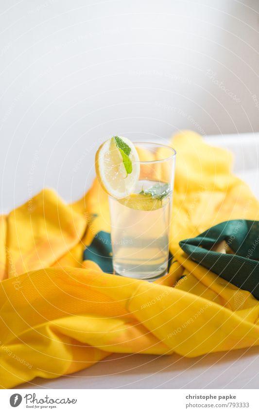 colors of brazil Frucht Getränk Erfrischungsgetränk Limonade Alkohol Longdrink Cocktail Glas gelb grün Zitrone Zitronensaft Holundersaft pfefferminz Minze