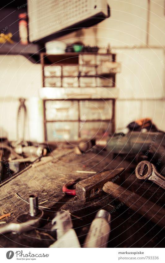 werkstatt Häusliches Leben Keller Werkstatt Arbeit & Erwerbstätigkeit Beruf Handwerker Arbeitsplatz Industrie Mittelstand Werkstück Werkzeug Werkzeugkasten