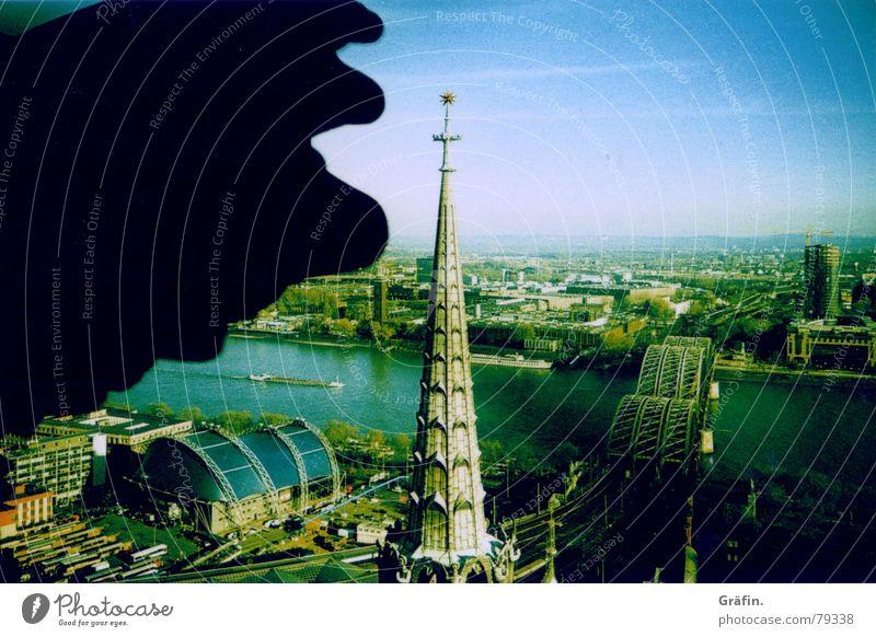 unendliche Weiten Wasser Himmel grün Religion & Glaube Treppe Brücke Aussicht Köln anstrengen Dom Rhein Gotteshäuser Cross Processing