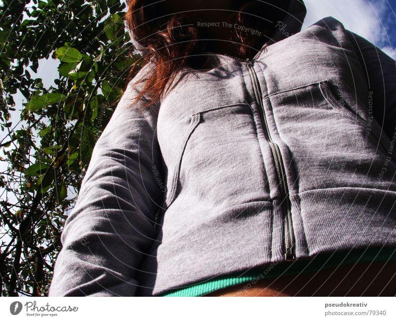 Jessica - Inkognito Frau Mensch Baum Blatt Herbst Haare & Frisuren Angst geschlossen Perspektive Pullover anonym Schüchternheit Kapuze fremd Bekleidung