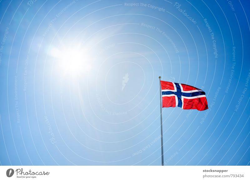 Norwegen Fahne Norweger Himmel Sonne Sonnenstrahlen Lichtschein Lichterscheinung durchkreuzen Nationalitäten u. Ethnien Nationalfeiertag Skandinavien