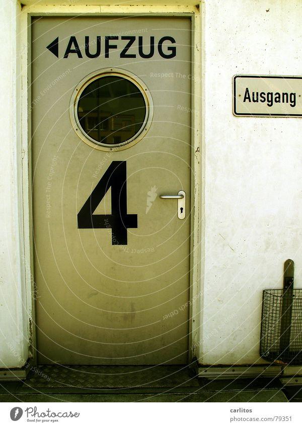 vier alle Bullauge Papierkorb Fahrstuhl Fenster 4 Ausgang dreckig Parkhaus Parkplatz Frauenparkplatz Panik Sicherheit Überwachung Abstellplatz Beton dunkel