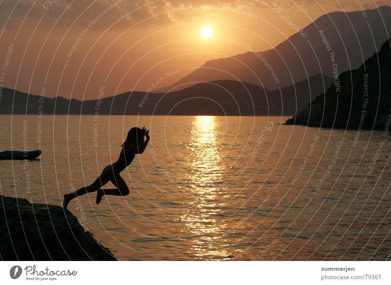 * * JUMP * * Wasser Meer Sommer Freude Ferien & Urlaub & Reisen Sport springen Spielen Berge u. Gebirge Freiheit Wärme Küste Physik Mut Ereignisse harmonisch