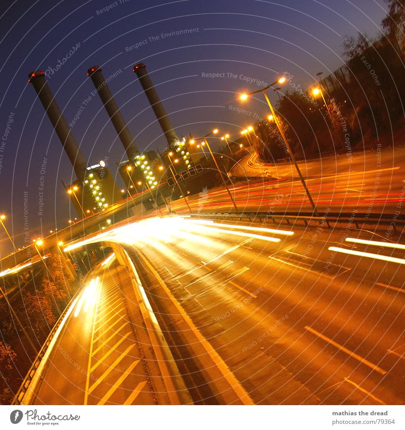 an einem sonntag ... in berlin Leitplanke Fabrik Asphalt hart dunkel Streifen Fahrbahn Spuren Autobahnauffahrt Schnellstraße Laterne Licht parallel rot