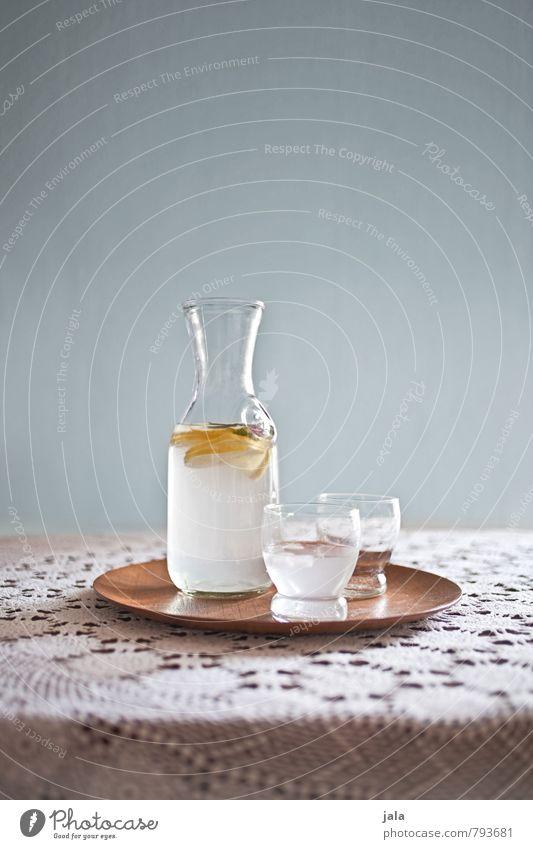 zitronenwasser Zitrone Bioprodukte Diät Fasten Getränk Erfrischungsgetränk Trinkwasser Zitronensaft Flasche Glas Tablett Gesundheit gut lecker natürlich Vitamin