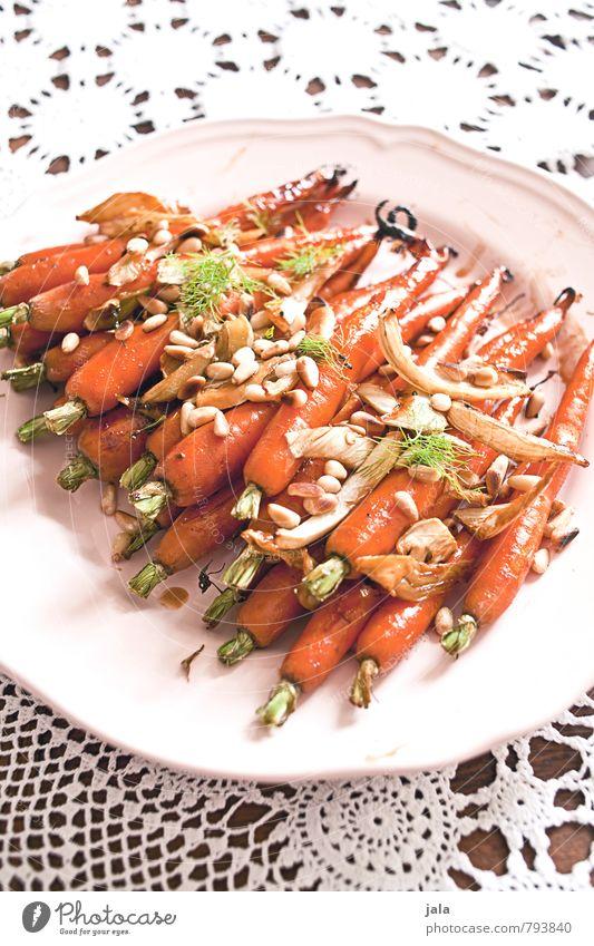 geröstete möhrchen Lebensmittel Gemüse Möhre Fenchel Ernährung Mittagessen Bioprodukte Vegetarische Ernährung Geschirr Teller Gesunde Ernährung Tischwäsche