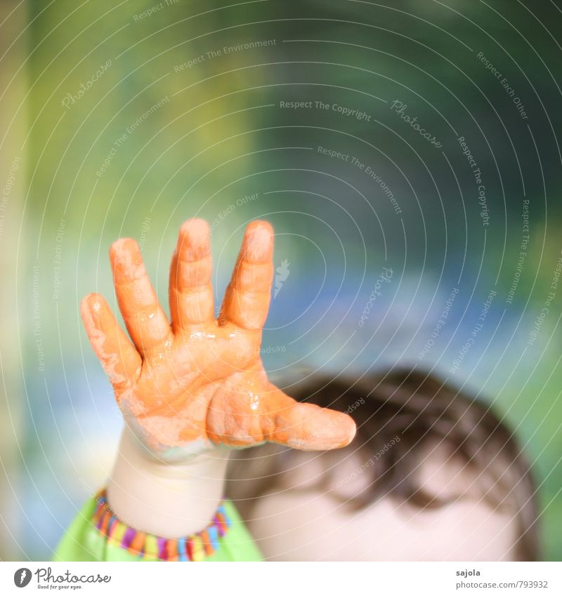 kleckserei - orange hand Mensch androgyn Kind Kleinkind Hand 1 1-3 Jahre Kunst Künstler Kunstwerk ästhetisch Freude hochhalten greifen Begeisterung mehrfarbig