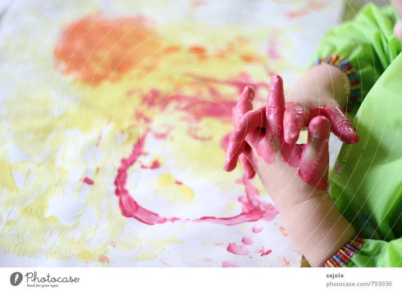 kleckserei - pinke hände Mensch androgyn Kind Kleinkind Hand Finger 1 1-3 Jahre Kunst Künstler Maler ästhetisch mehrfarbig gelb grün orange rosa Freude malen