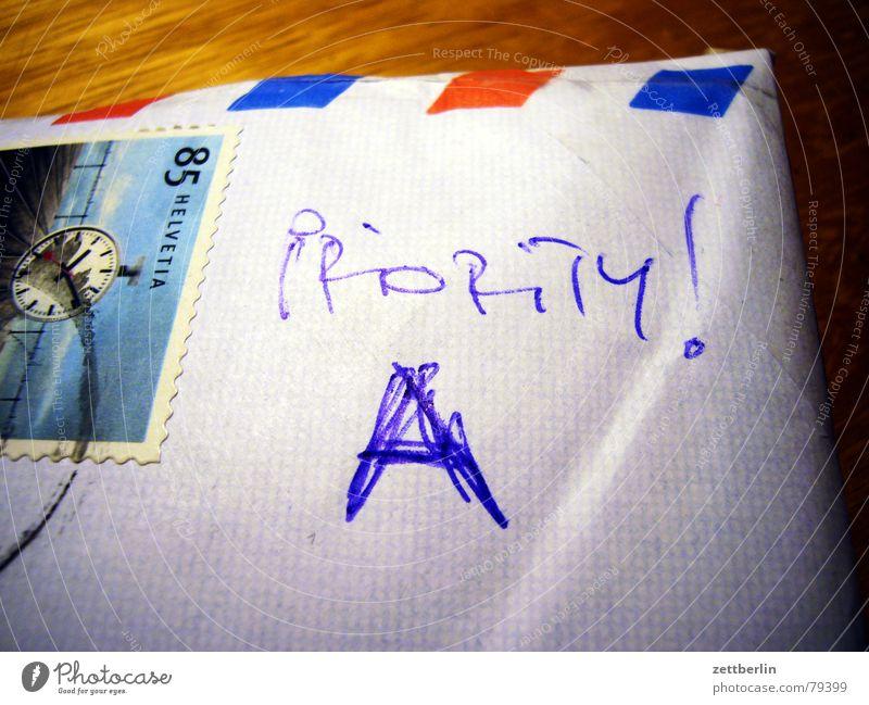 Priority A Priorität Brief Post Luftpost Buchstaben Schriftzeichen depesche einschreibebrief Bildausschnitt Detailaufnahme Anschnitt Handschrift handschriftlich