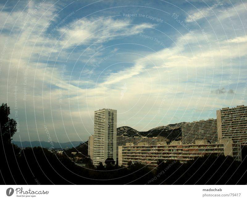 ALTER EGO Himmel Natur Stadt blau Baum Wolken Haus Fenster Berge u. Gebirge Leben Architektur Gebäude Freiheit fliegen oben Arbeit & Erwerbstätigkeit