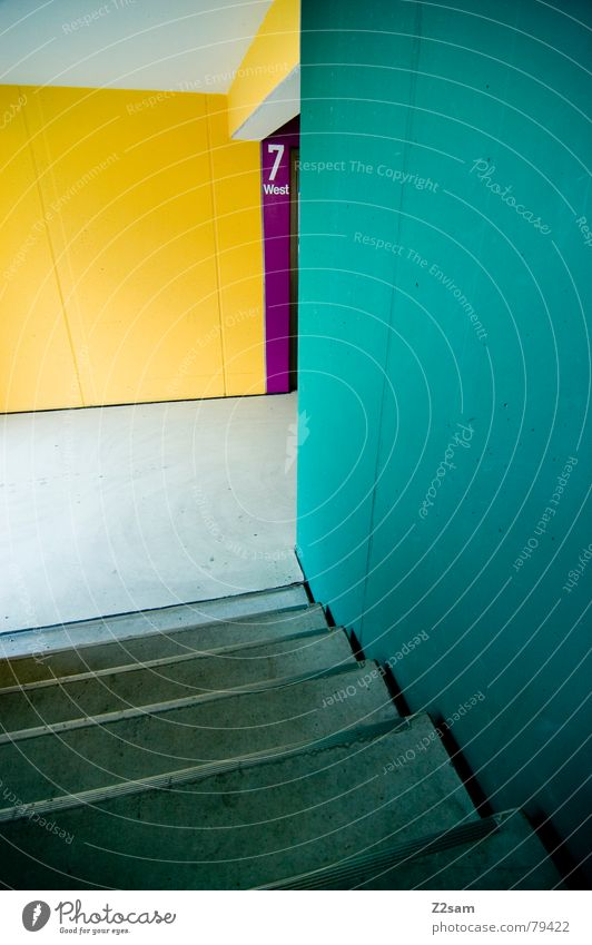 seven 7 mehrfarbig Haus Wand Ziffern & Zahlen Tiefgarage Garage Etage gelb grün rot magenta abstrakt modern Parkdeck Farbe Treppe Ecke blau Leiter Gang