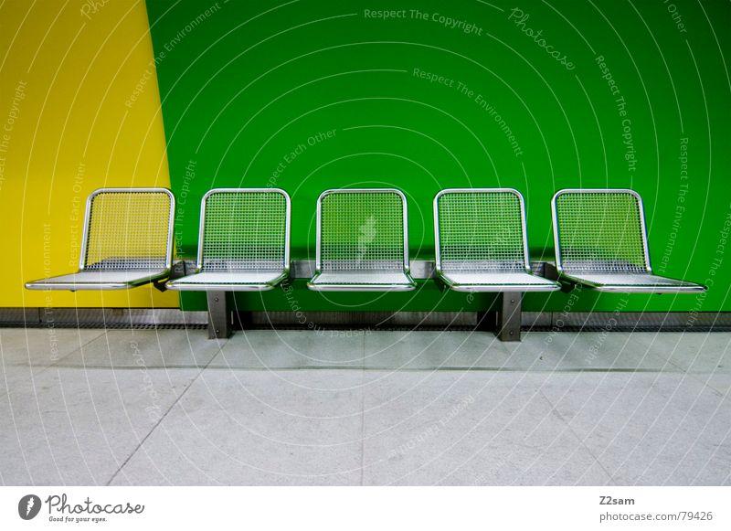 underground seats II grün Stuhl U-Bahn gelb abstrakt Möbel nebeneinander Stil 5 London Underground modern in einer linie Sitzgelegenheit Bank Farbe mehrfarbig