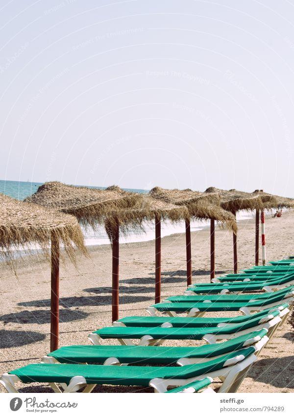 Ordnung im Paradies Ferien & Urlaub & Reisen Sommer Sonne Meer Einsamkeit Erholung Strand Ferne Freiheit liegen Wellen trist Tourismus Insel Ausflug