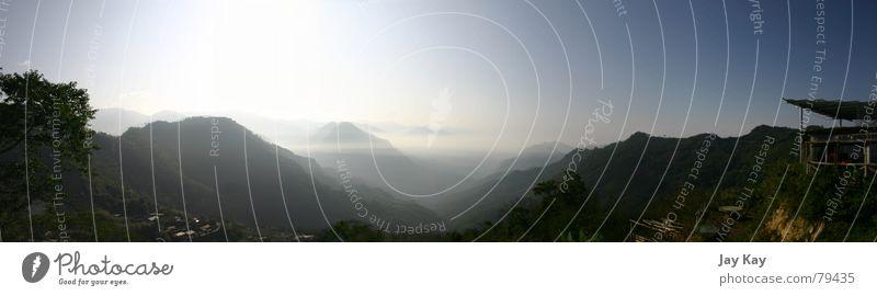 Nebeldunst Taiwan Hochebene Reisfeld Panorama (Aussicht) Schleier Licht Nebelschleier Berge u. Gebirge Asien verschleierung Tal mountain Himmel waldiges tal