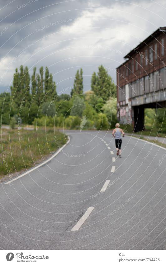 ostkreuz Sport Joggen Mensch 1 Umwelt Natur Landschaft Himmel Wolken Gebäude Mauer Wand Verkehrswege Straße Wege & Pfade Fitness laufen einzigartig trist Beginn