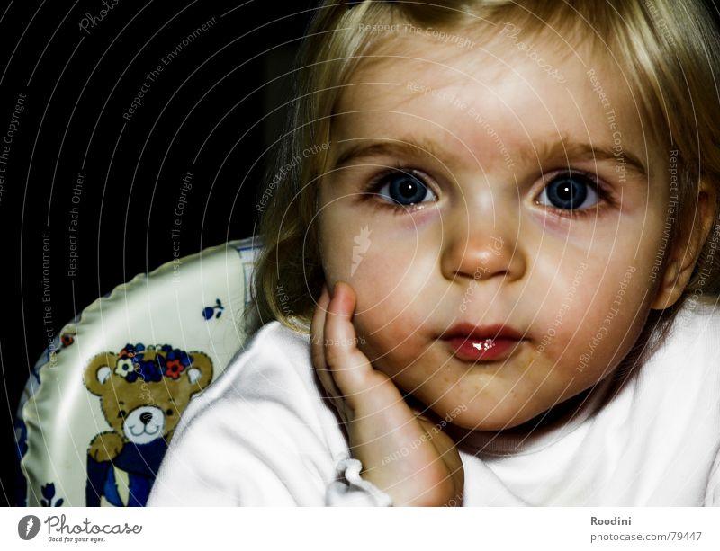 kleine Dame Wachstum kennenlernen Mutterliebe Kinderaugen Kleinkind Mädchen Reifezeit süß Erfahrung schön kümmern Porträt grossziehen Blick staunen beobachten