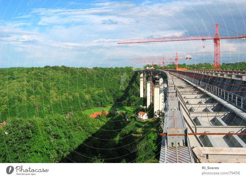 Lockwitztalbrücke der A17 in der Entstehung Wald Landschaft Umwelt Beton Verkehr Brücke Baustelle Dresden Autobahn Stahl Kran Tal Fahrbahn Sachsen Baustahl