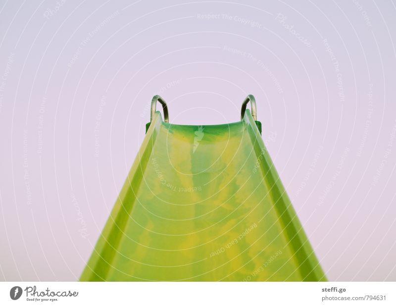 Rutschpartie Himmel Kind grün Freude Spielen Kraft Kindheit groß hoch Ausflug bedrohlich retro Abenteuer Höhenangst Mut anstrengen