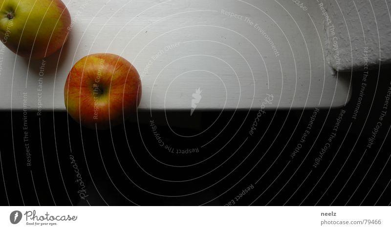 | Iss Obst... | Ecke weiß schwarz dunkel Vertrauen Apfel hell Schatten