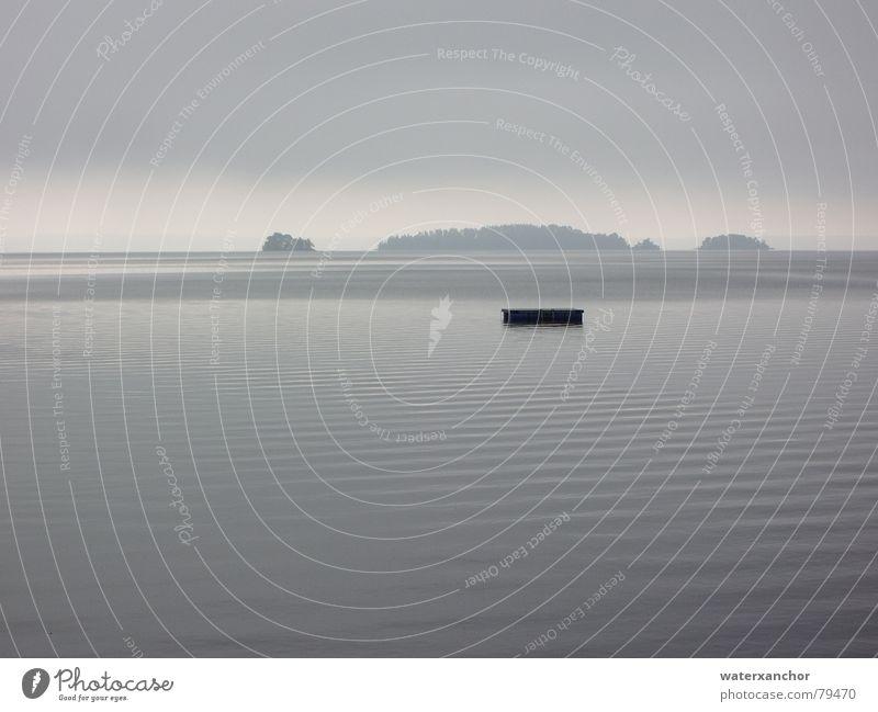 schwimmende insel See Wellen grau trist Stimmung Horizont Wolken Nebel Ferne Fernweh Oberfläche Ferien & Urlaub & Reisen Flair kalt Sehnsucht schwimminsel